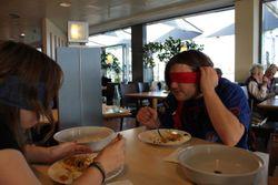 blind essen - Erbsen auf halb 6